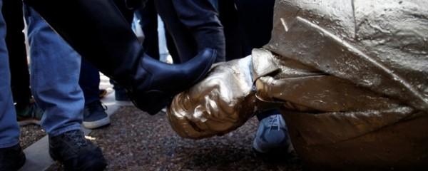 Trump Furious After Golden Statue of Netanyahu Appears in Tel Aviv
