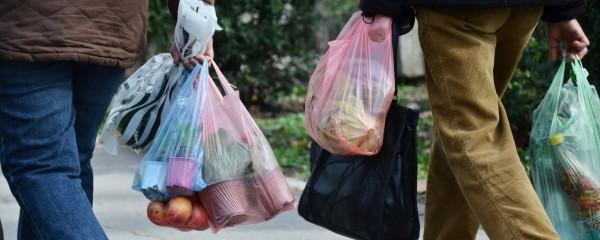 Hamas Bans Plastic Bags