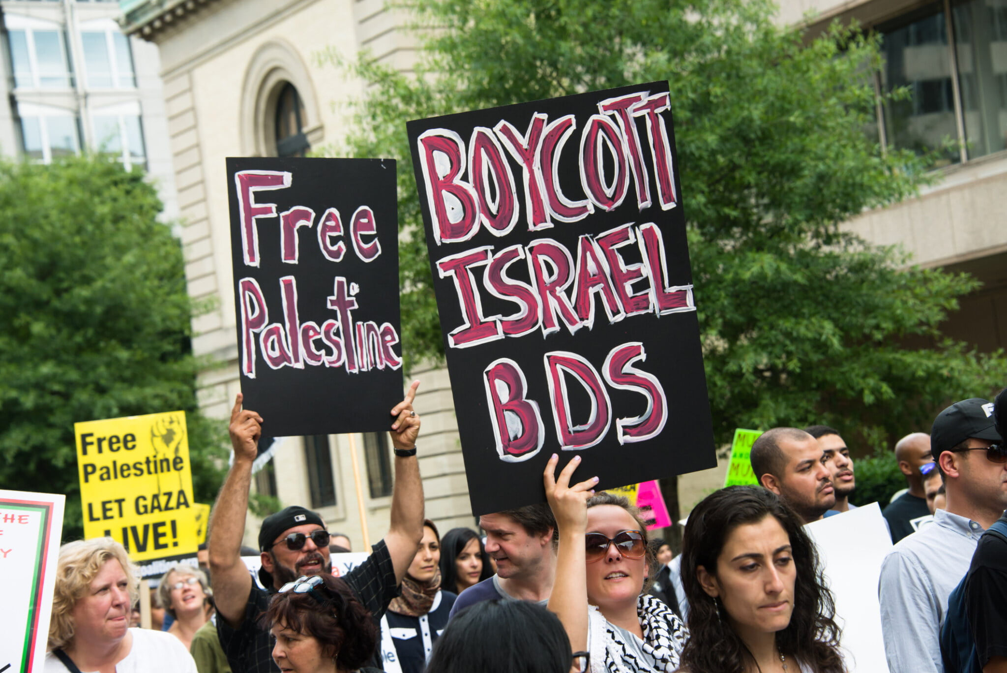 """BDS Announces Boycott of the Palestinian Authority, Citing """"Close Economic Ties With Israel"""""""